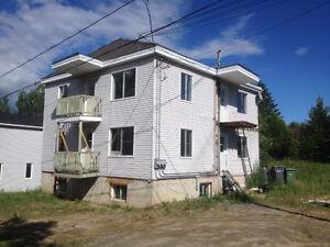 Triplex en rénovation Rivière Rouge 3 x 5 1/2