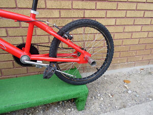 "red mountain bike (BMX).tire size 20""',like new no rust London Ontario image 6"