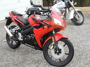 Honda CBR 125 LIKE NEW!!!