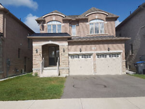 4 BEDROOMS HOUSE FOR RENT IN BRAMPTON , AIRPORT RD/BOVAIRD