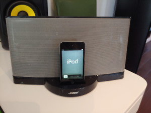 Bose Sound dock + iPod Touch Gen 4. (32 gig)