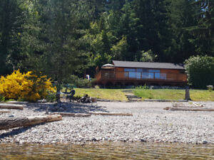 Queens Bay Hideaway Lakefront Cottage - Nelson BC