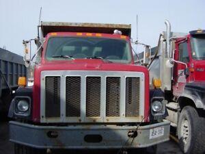1995 International dump truck