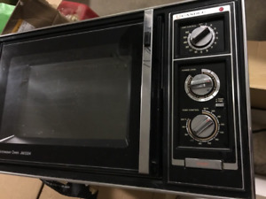DELUXE Microwave in excellent condition VERY CLEAN.