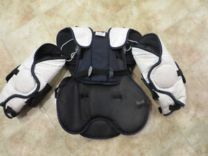 Goalie chest protector- Youth London Ontario image 3