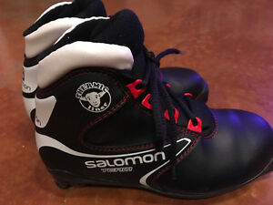 Kids Cross Country Ski Boots - Size 3.5
