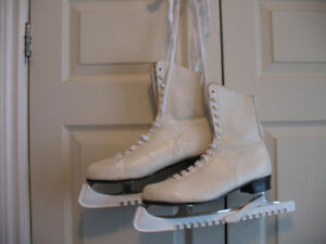 LADY'S WHITE FIGURE SKATES with Guards