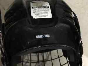 Casque de hockey avec grille West Island Greater Montréal image 2