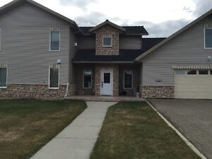 Gorgeous home on a large corner lot in Hillendale - Edson