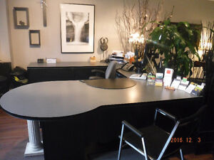 Desk with a lot of drawers (8 min. from Vaudreuil)