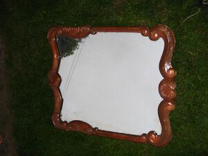 Miroir ancien  avec cadrage en bois massif sculpté... Très lourd