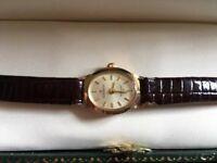 Womans SOVEREIGN 9ct hallmarket solid gold wristwatch.