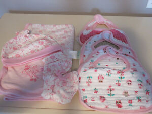 Calvin Klein set and muslin cotton bibs - girl