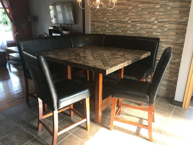 table salle manger et banquette 6 ou 8 places mobilier de salle manger et cuisine longueuilrive sud kijiji
