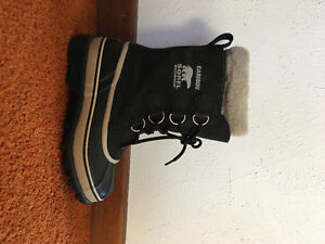 *PERFECT CONDITION* Sorel Caribou Boots - size 6