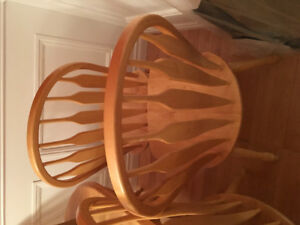 Diningroom table and 6 chairs.