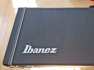 IBANEZ BASS CASE IN LIKE NEW CONDITION