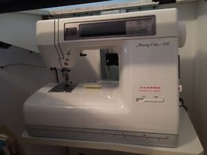 Sewing machine Janome Memory Craft 8000 and desk West Island Greater Montréal image 1