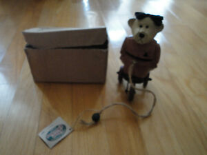 Cottage Collectibles wooden teddy statue figurine New in box London Ontario image 1