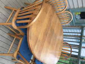 Dining set - extendable table with six chairs