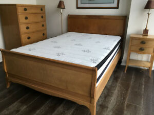 Solid wood bedroom suite, double bed, dresser, side table, lamps
