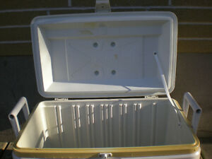 Large White 54 Litre Hard Sided Cooler Peterborough Peterborough Area image 3
