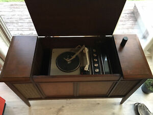 1958 General Electric Stereophonic AM/FM Radio/Record Player