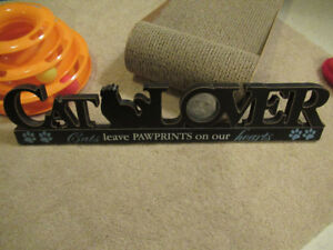 BRAND NEW CAT PICTURE FRAME WORDED