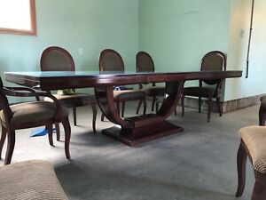 Beautiful dining room set with 8 chairs