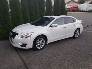 2014 Nissan Altima SV LOADED...LOW KMS!!