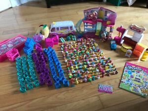 Lot de 170  shopkins + poupées, maison, camion et accessoires
