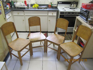 Vintage 4pc Lot Of Solid Wood Pine Kitchen Chairs Circa 1940-50s