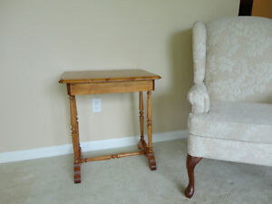 Vintage Solid 100% Country Wood End Table - In Excellent shape Kitchener / Waterloo Kitchener Area image 1
