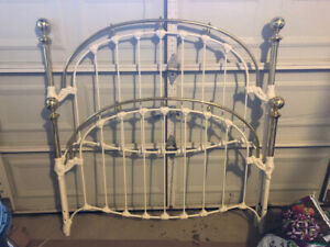 Brass and Rod Iron Bed/  Great condition