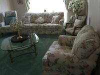 Living room set sold separately or together perfect condition