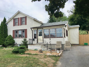 3 BEDROOM HOUSE FOR RENT IN GREAT THOROLD LOCATION!