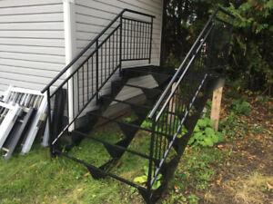Escalier de façade en aluminium et peinture cuite