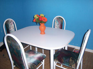 nice table  and 4 chairs