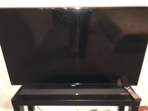 Excellent condition 43 inch Seiki Tv and soundbar