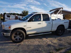 """2008 Dodge SXT 5.7 Hemi 4X4 4-Dr 35"""" tires"""