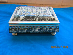 Midcentury vintage collectable jewelry box tin