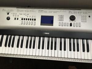 YAMAHA YPG-535 Electronic Keyboard