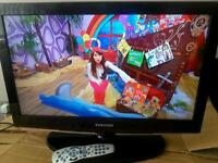 Samsung 32 inch lcd tv with built in free complete with remote control