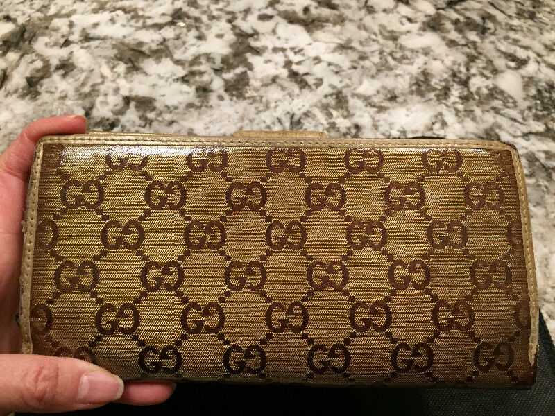 f8d9b3736a9f Authentic Gucci Gold Metallic Guccissima D Ring Wallet   Women's ...