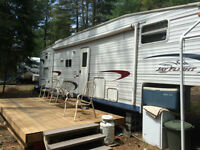 2005 Jayco 30.5 ft Fifth wheel