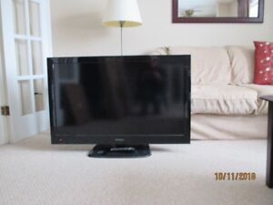 40 inch LCD TV with remote for sale