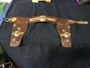 VINTAGE CHILD'S LEATHER PISTOL BELT HOLSTER