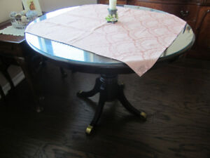 ROUND DINING TABLE WITH REMOVABLE GLASS TOP!!