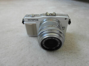 Olympus E-PM2 16.1MP mirrorless camera with 14-42 kit lens