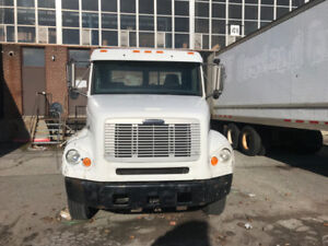 2003 Freightliner 112 Single Axel Day-cab FOR SALE